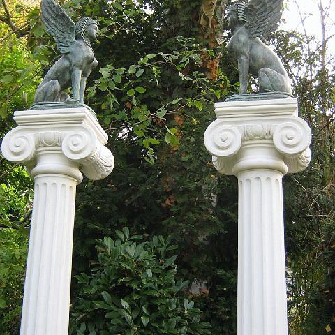 Ionische Säulen mit Bronzen in Heidelberg - TRAX 1001