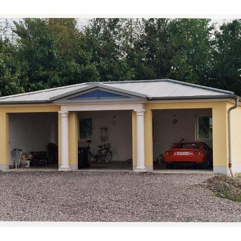 Garage mit Säulenportal