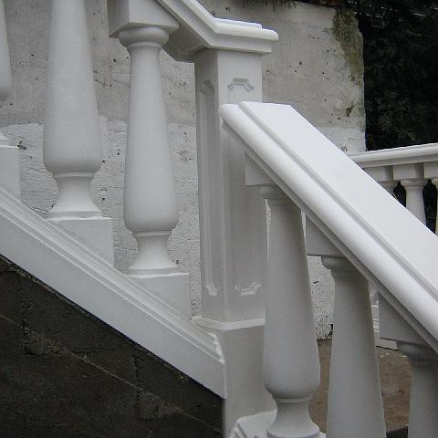 Gewundener Treppenabgang mit Balustrade in Hirschberg, Bergstrasse