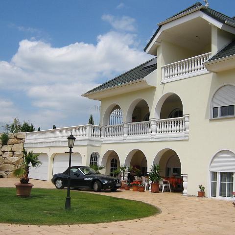 Elegantes Wohnhaus mit Balustraden bei Bruchsal