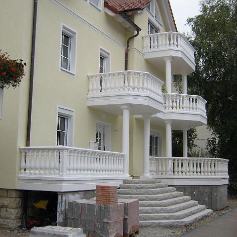 Wohnhaus in Sigmaringen: Imposante Balkone mit TRAX Balustraden