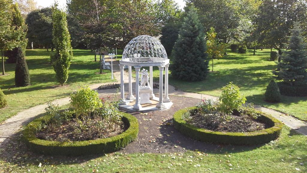 Kundenbild 2013 - Pavillon mit TRAX Säulen