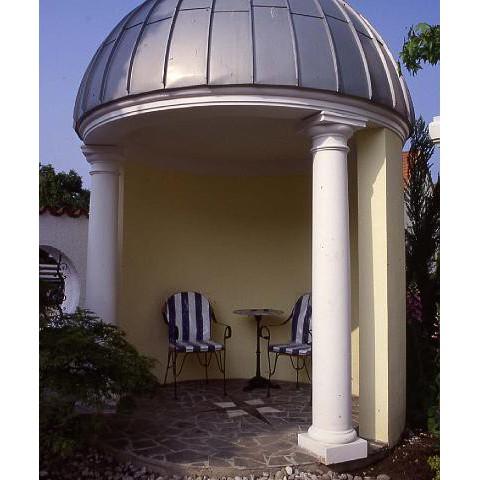 Pavillon mit Säulen in Osthofen im Wonnegau