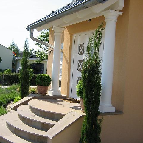 Hauseingang mit Säulen, Bruchsal, Baden-Württemberg
