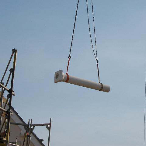 Baustelle: Transport einer Säule