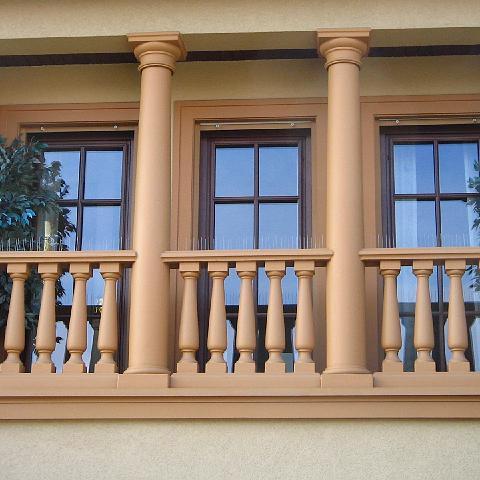 Balkon mit Säulen und Balustraden in Mannheim